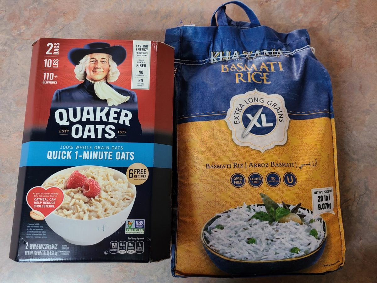 image shows rice and oats which are good carb sources for bodybuilding